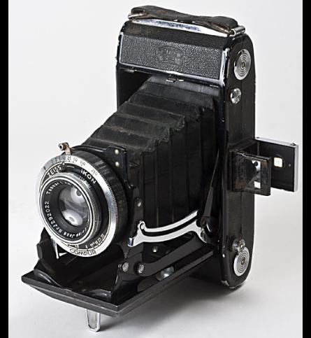 photograph of Zeiss Ikon 515/2 camera